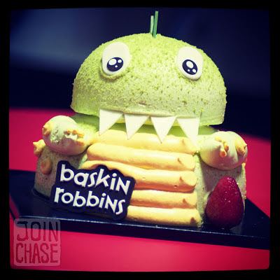 An ice cream cake that looks like a dinosaur from Baskin Robbins in South Korea.