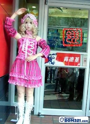 Gadis Seperti Anak Patung Mainan