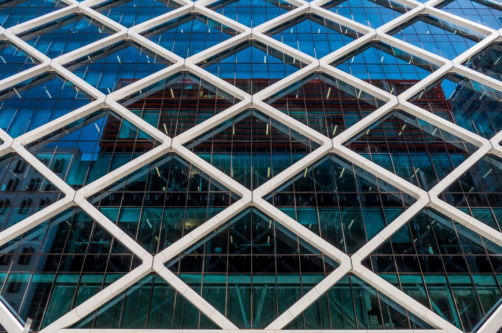 a diamond building The asean centre for energy has awarded its top energy award to the diamond building, headquarters of the energy commission of malaysia in putrajaya.