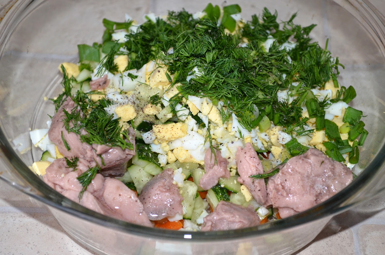 Салат из печени трески: добавить печень