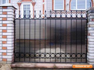 Кованный забор из поликарбоната. Фото 4