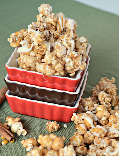 homemade caramel corn for Christmas, caramel corn with spices, caramel corn with cinnamon