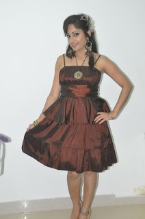 Madhavi Latha Pictures at Naturals Salon Launch  0010.jpg