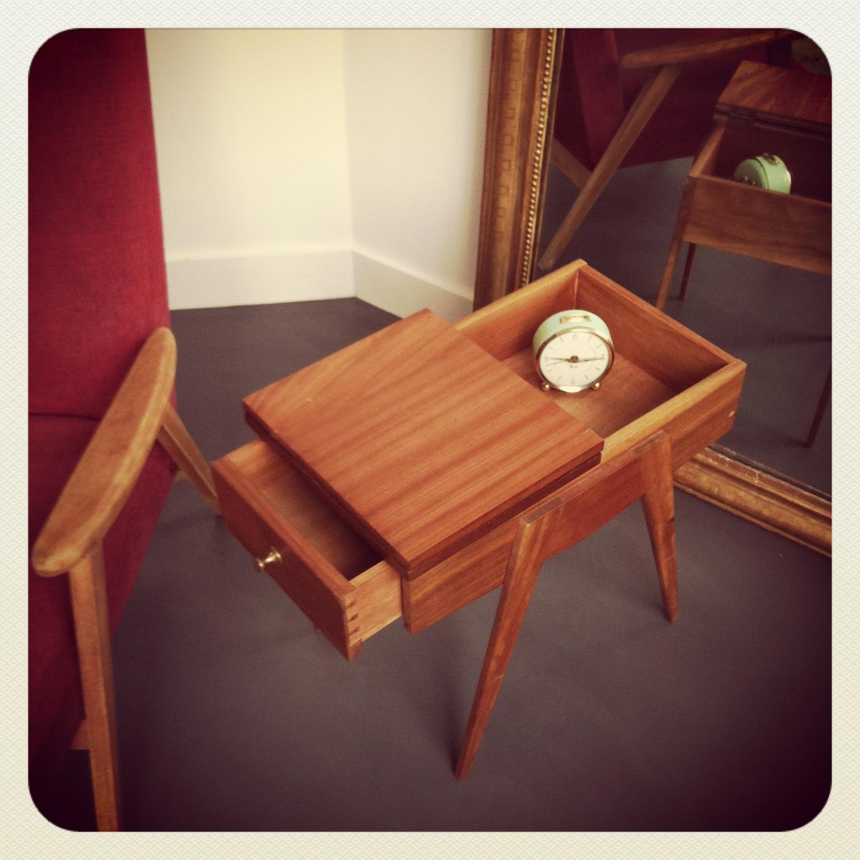 Travailleuse pieds compas ou table de chevet vintage for Table de chevet classique