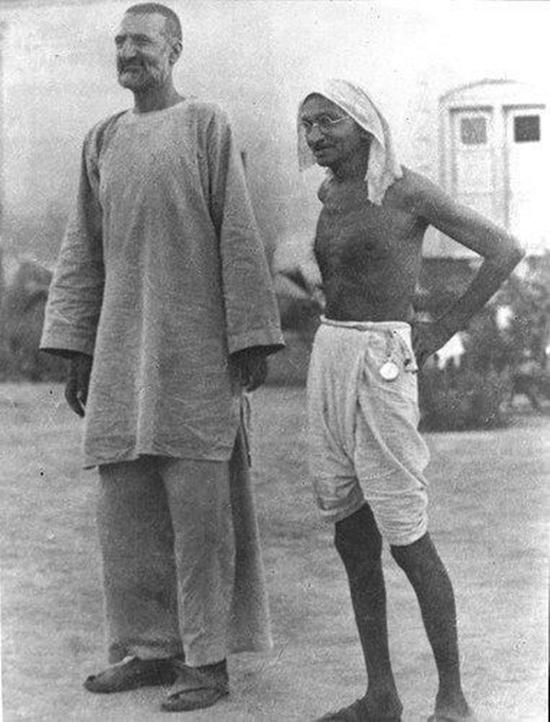 bachaa-khan-with-gandhi