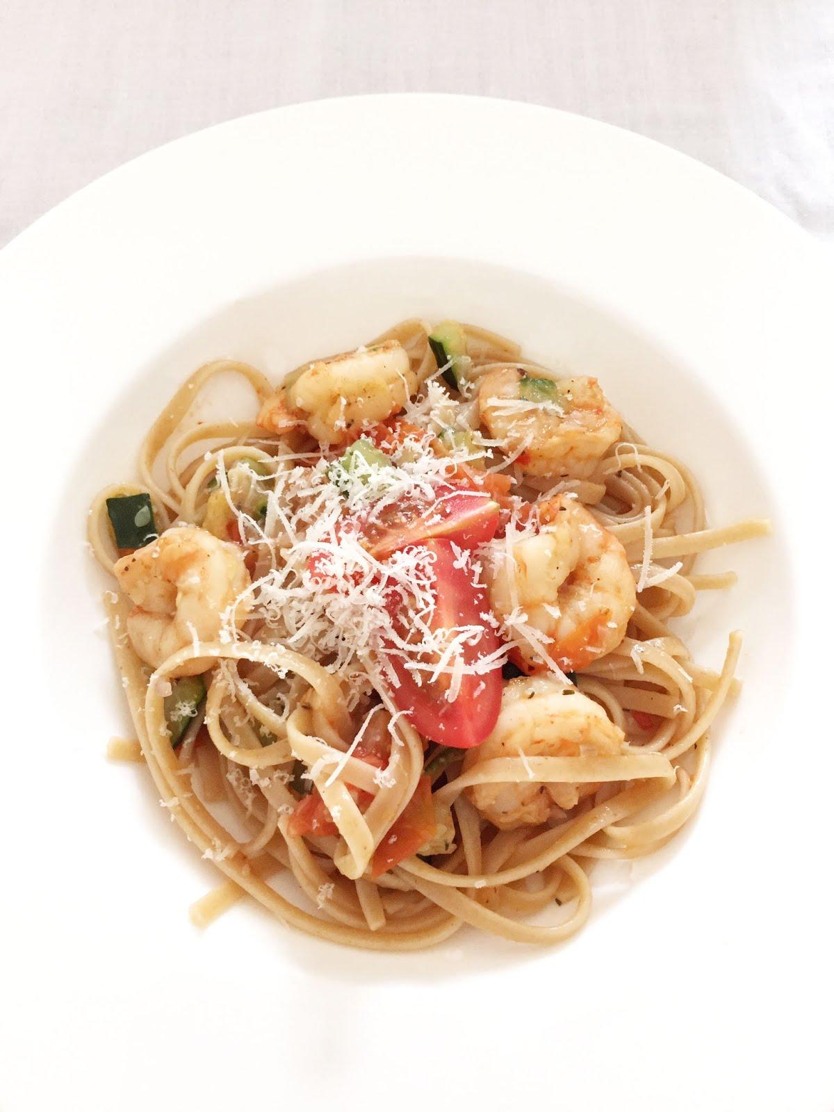 cuisiner bien pasta mit scampis und zucchini. Black Bedroom Furniture Sets. Home Design Ideas