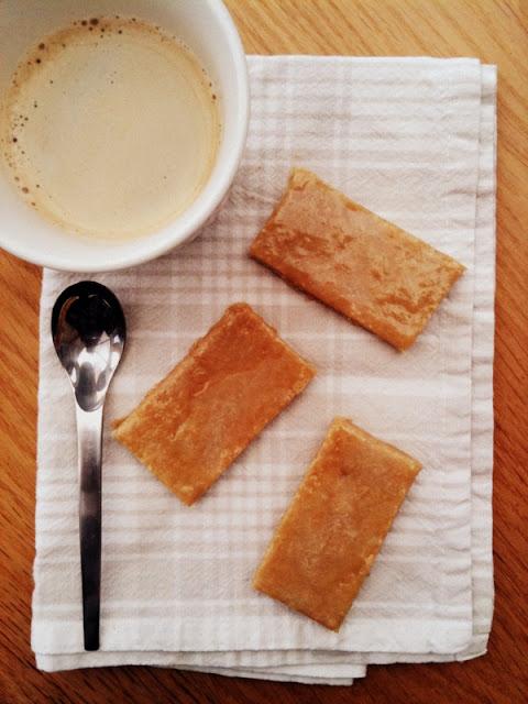 Maślane ciasteczka z imbirową polewą (Ginger-Topped Fingers)
