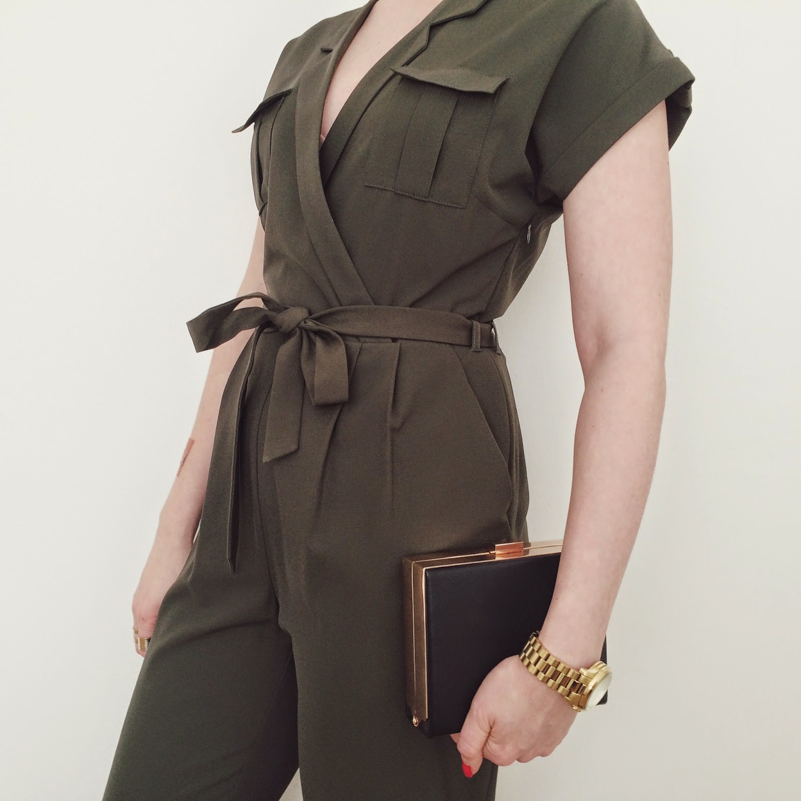 FashionFake, how to wear khaki, khaki jumpsuit, fashion bloggers
