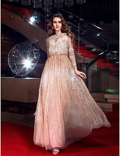 Vestido de noche de tul inspirado en Angelina Jolie