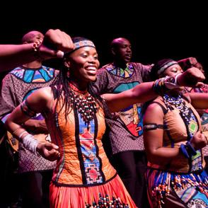http://1.bp.blogspot.com/-n5DBJX7iqXw/TdjGDFDZuFI/AAAAAAAAAKw/pf9YY4mHNzM/s1600/soweto-gospel-choir8841.jpg