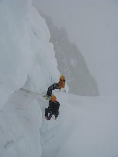Prácticas de autorrescate en glaciar.