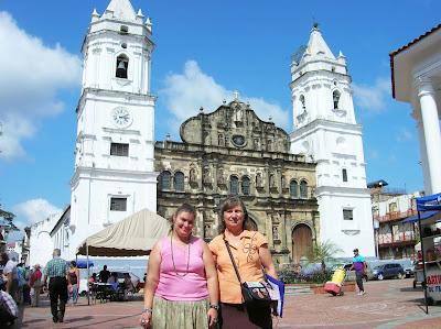 Catedral vieja, Plaza Independencia, Panamá, round the world, La vuelta al mundo de Asun y Ricardo, mundoporlibre.com