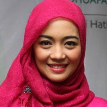 nuri 11 ARTIS PALING CANTIK DI INDONESIA