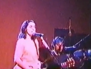 PJ Harvey, Ecstasy Live, 1993, Rid of me - PJ Harvey, Shame, Down by the water, Good fortune, One line - Blog with a View - blog-with-a-view.blogspot.com - Thierry Follain