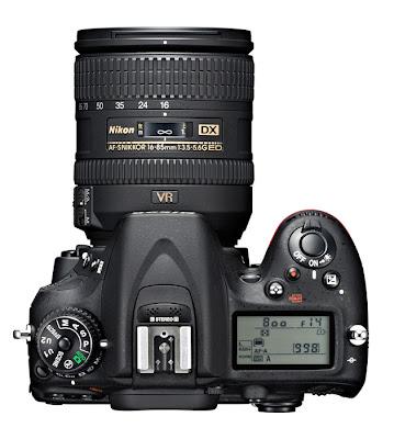 La Nikon D7100 fotografata dall'alto