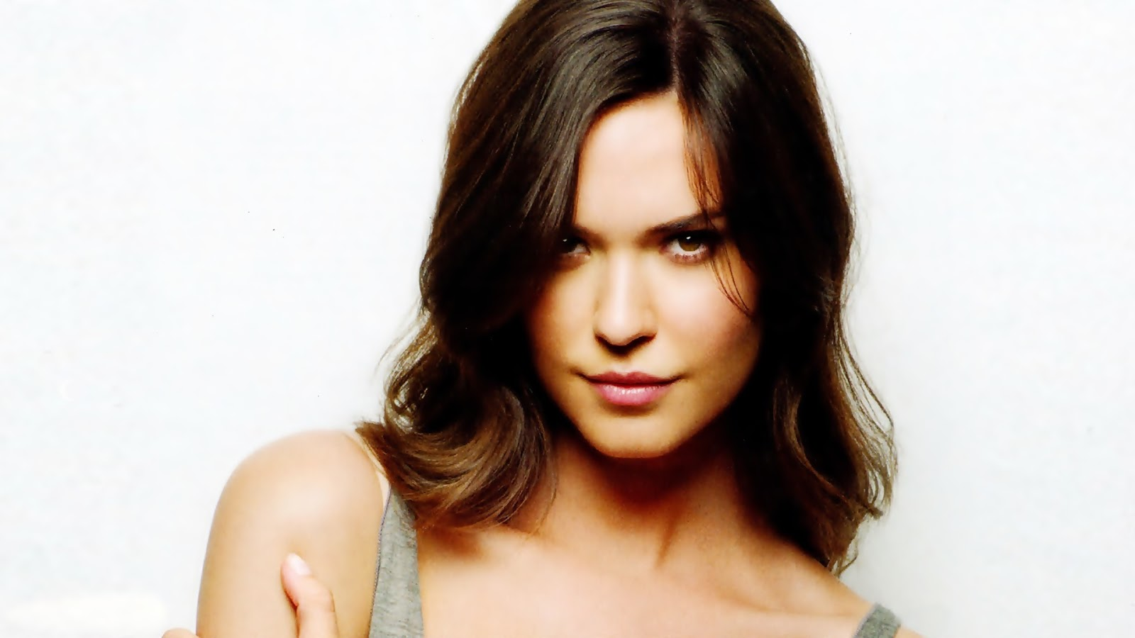 Odette Annable_wallstown_in_fashion Models