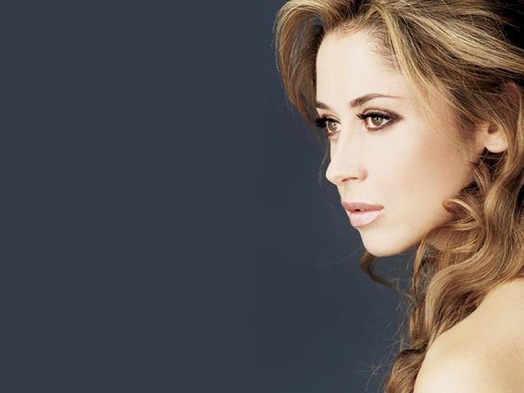 http://1.bp.blogspot.com/-n5vJVbu4Xq8/Tcjw-a9ReVI/AAAAAAAAO_w/8Q6h9Y6OSxA/s1600/Lara_Fabian_pictures.jpg