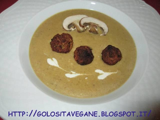 aglio, carote, cipolle, forno, funghi, pane, panna soia, patate, polpette, ricette vegan, scalogno, sedano, soia, tamari, vellutata, Zuppe,