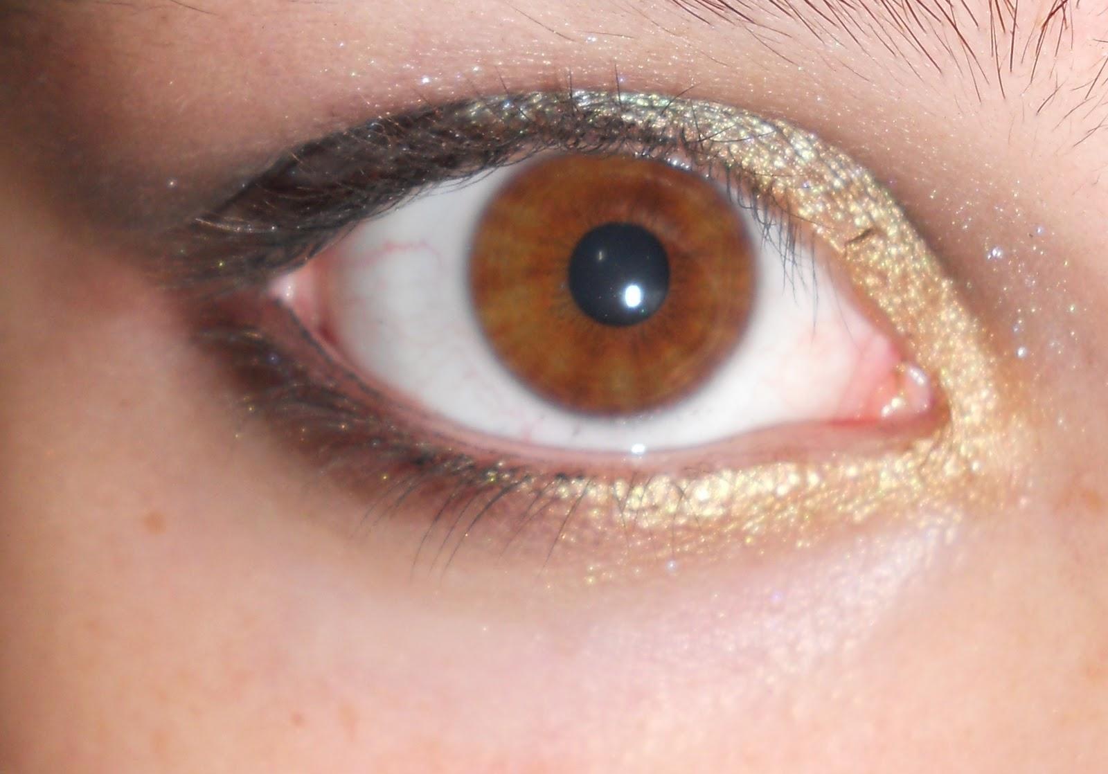 Maquillaje de ojos de noche en dorado verde y negro Mery Potis