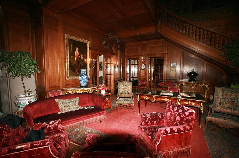 Alfa Img Showing Big Old House Inside