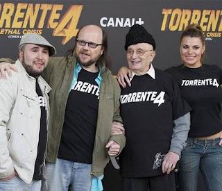 Foto promocional de Torrente 4 con Santiago Segura y Kiko Rivera, entre otros