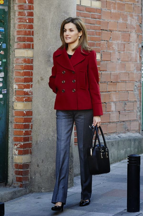 Yet, if there was an award for best casual effect, I think the Spain's Queen, Letizia would easily to be the winner.  That's right, the fashionable first lady stepped out at the street in Madrid, Spain on Tuesday, January 17, 2015! Donning a darling red coat and grey trousers.