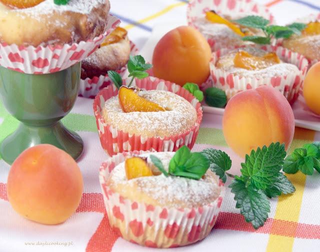 kefirowe, jogurtowe babeczki z morelami
