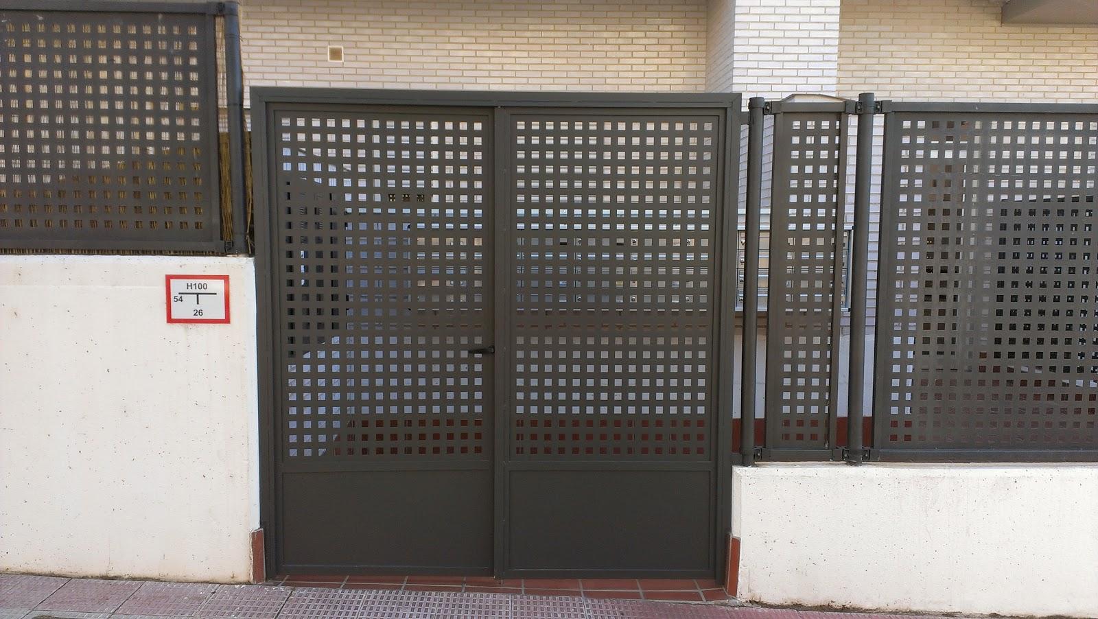 Talleres montiel puerta en chapa perforada - Puerta de chapa ...