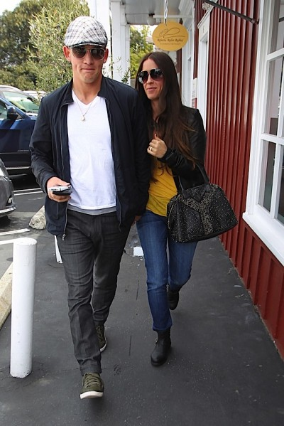 Fashion And Beauty Tips: The Many Bags of Alanis Morissette