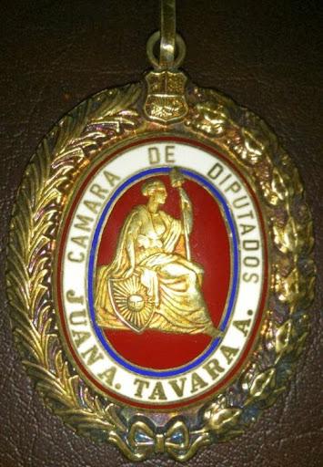 """Condecoración Medalla al Mérito """"Juan Antonio Távara Andrade"""" en el grado de Gran Cruz."""