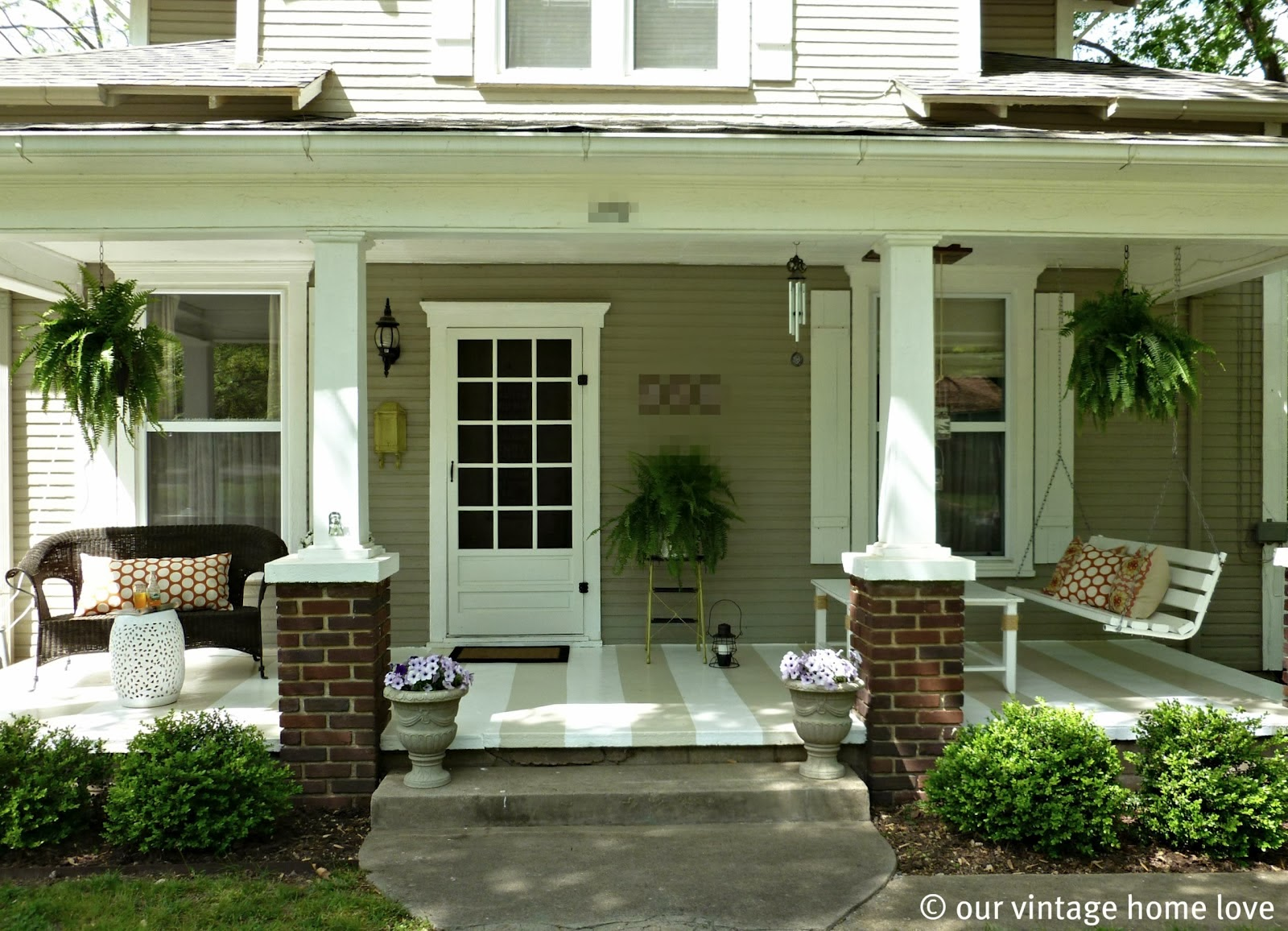 Front porch decorating ideas for Small front porch landscaping ideas