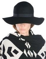 Yoox, hat