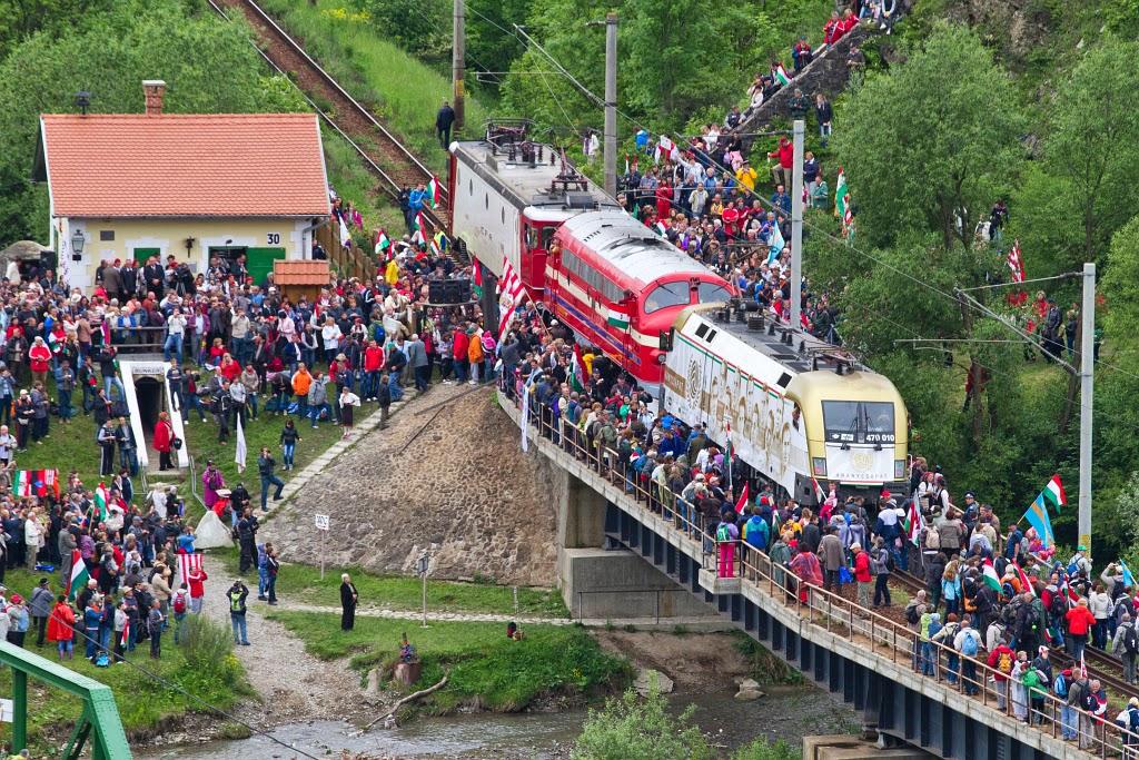 ezeréves határ, Gyimesbükk, magyarság, pünkösd, pünkösdi búcsú, zarándokvonat,