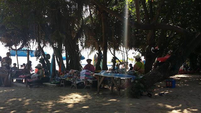 Vendedores en la Playa de Kuta, Bali