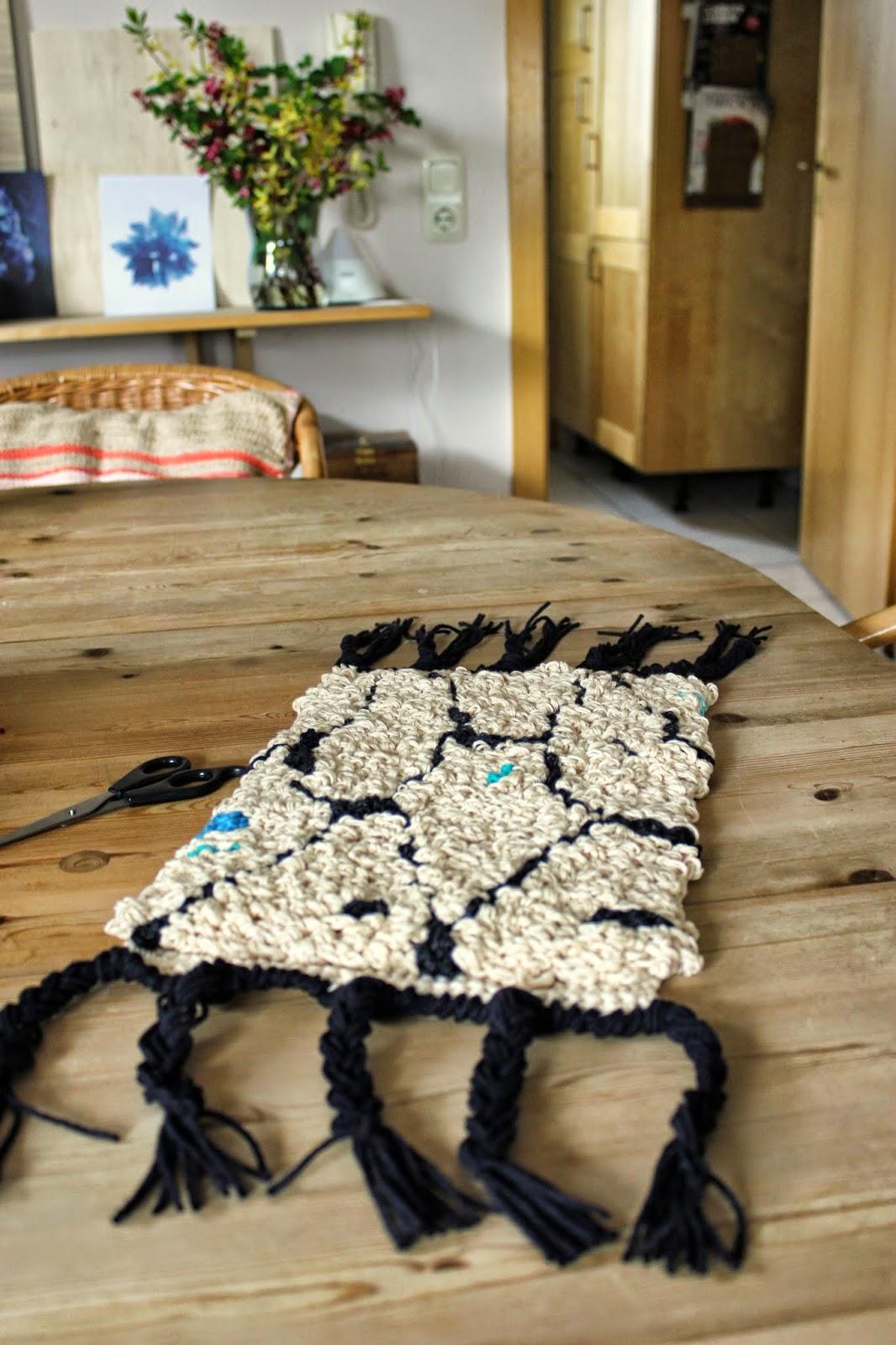 moonshine wool ein kleiner muster boucherouite teppich. Black Bedroom Furniture Sets. Home Design Ideas