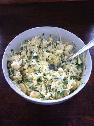 Зимний салат из редьки и цветной капусты