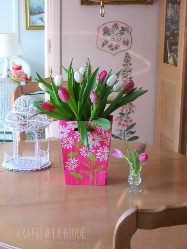 tulips-gift-bag-flower-vase