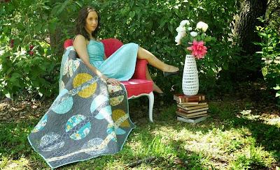 Smukt patchwork tæppe. Køb AGF-stof hos STOFogSTUFF.dk