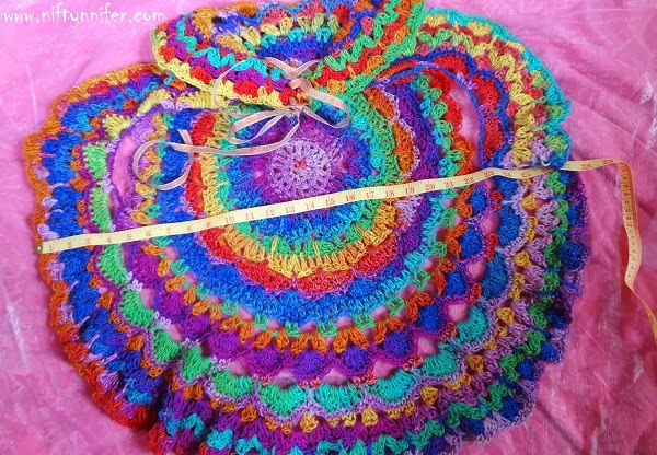 Free Crochet Pattern ~Kaleidoscope Dream Circle Vest http://www.niftynnifer.com/2014/10/free-crochet-pattern-kaleidoscope-dream.html