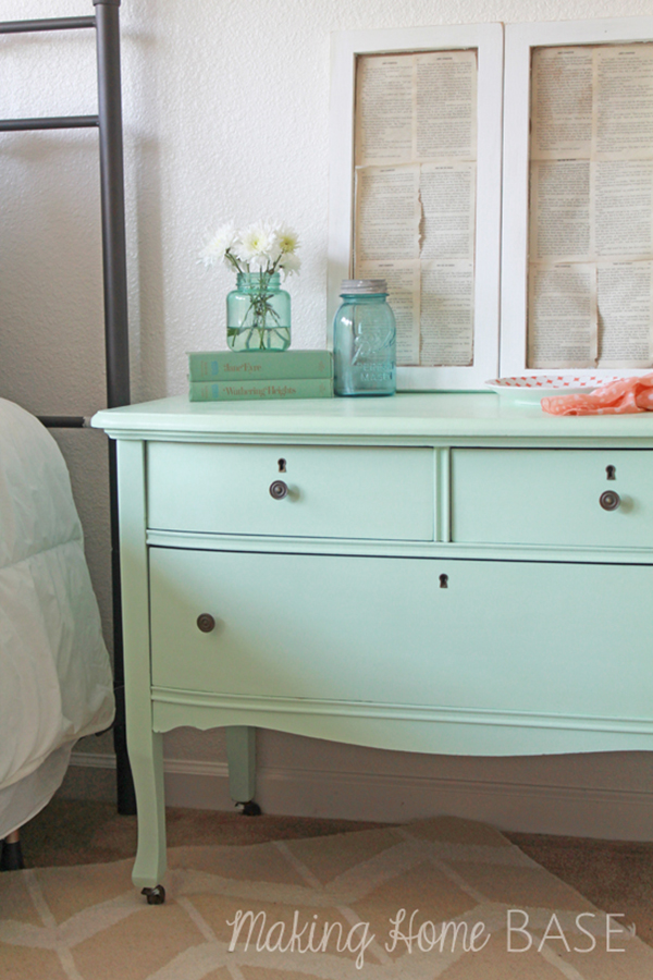 Mint painted bedside dresser- f you loved painted furniture or are thinking about using Chalk paint on furniture for the first time then you should check this post full of 25 incredible makeoevers. 25 Fabulous painted furniture ideas!