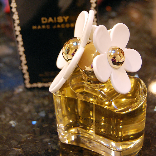 markowe perfumy i dodatki daisy marc jacobs 100 ml. Black Bedroom Furniture Sets. Home Design Ideas