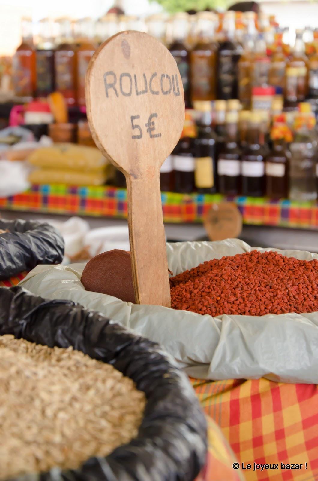 Guadeloupe - Pointe à Pitre - marché aux épices  - roucou