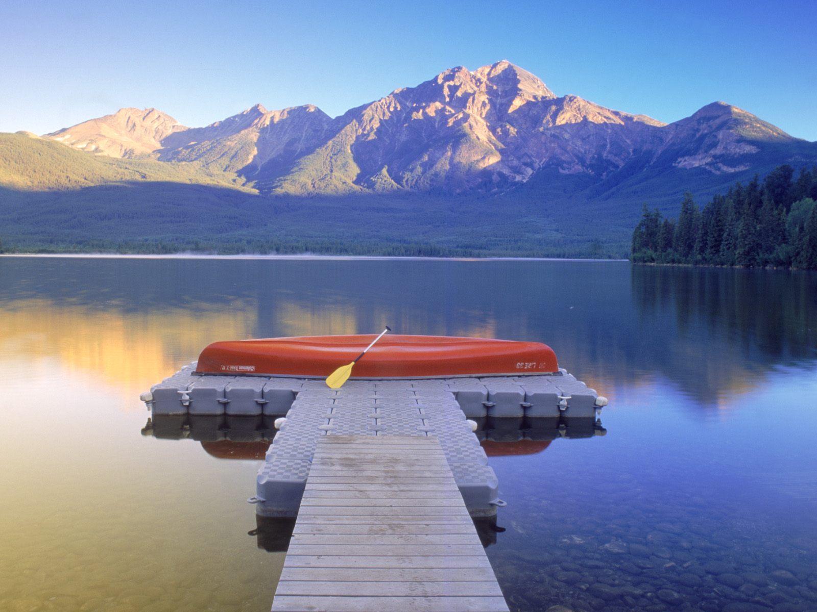 http://1.bp.blogspot.com/-n8jQGCEXrS8/TfrnXDM4B_I/AAAAAAAAFPE/l9zwaH_8taE/s1600/Pyramid_Lake_Jasper_National_Park_Alberta_Canada.jpg