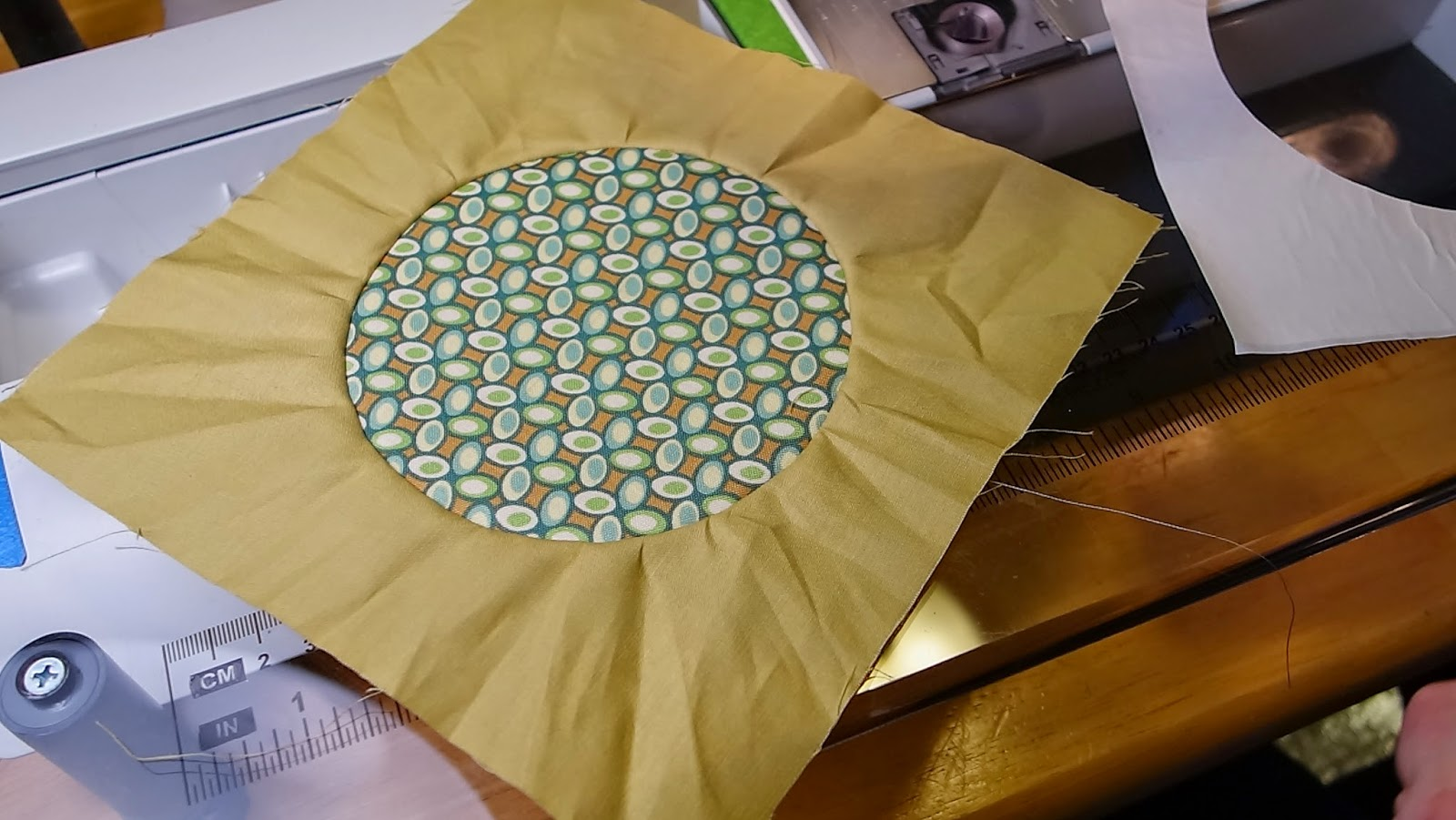 http://mariescreativespace.blogspot.com/2014/05/nhmqg-bom-plus-circle-tutorial.html