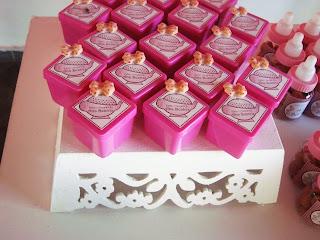 lembranças personalizadas chá de fraldas menina