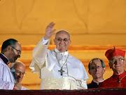 El papa Francisco saludando desde la logia de San Pedro tras su elección francisco papa