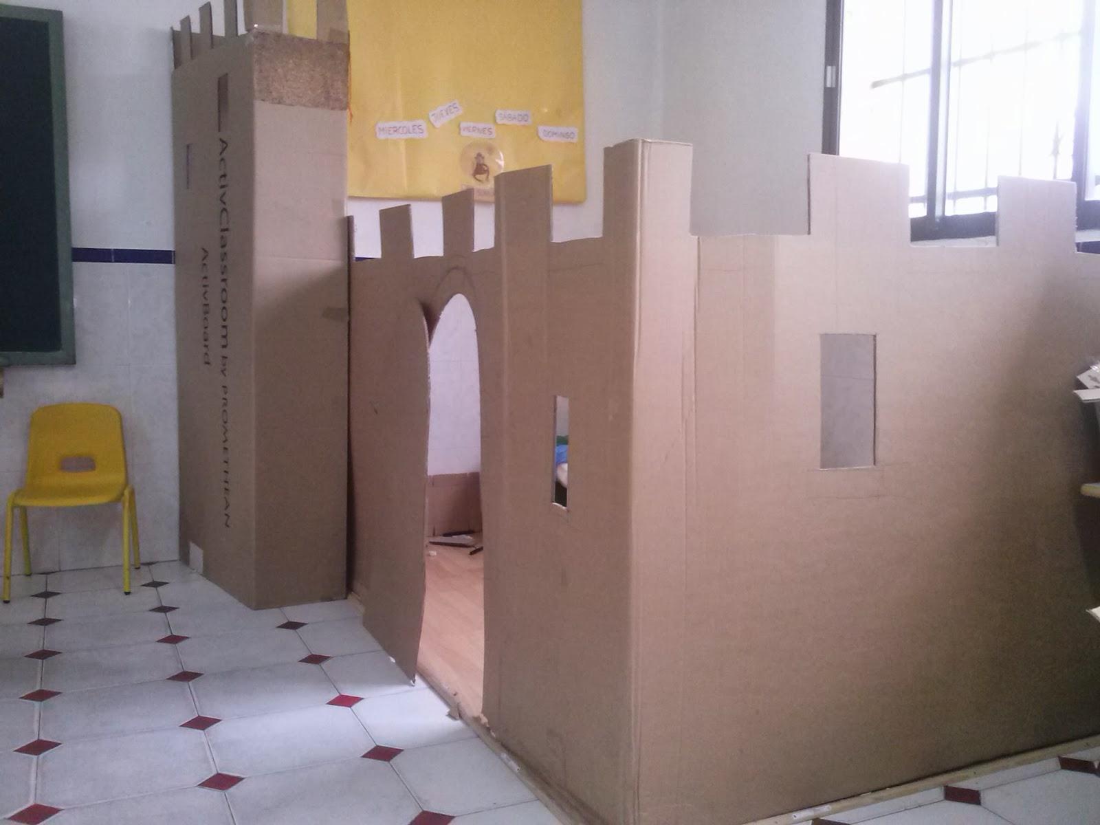 Peque os gigantes ya tenemos castillo for Cajas de carton infantiles