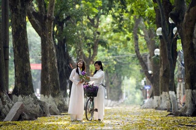 Vietnamese women in a park