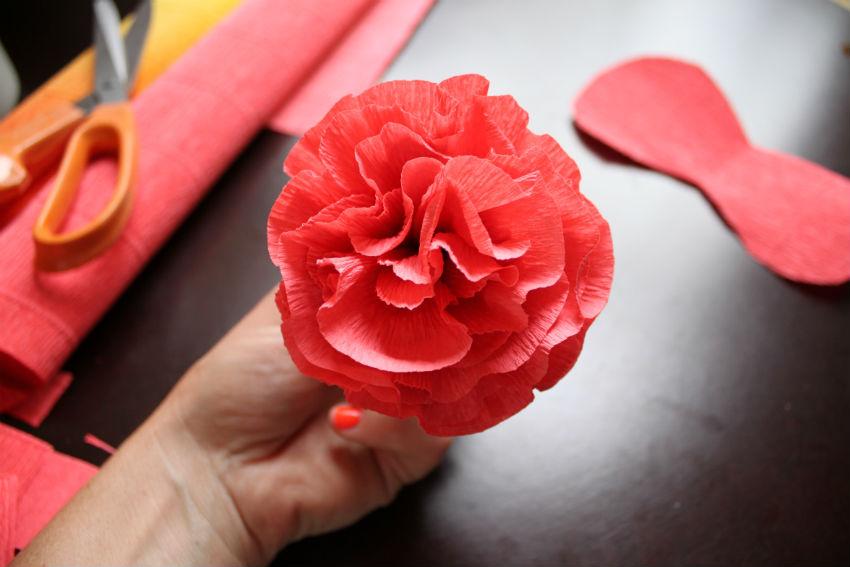 Цветочки с гофрированной бумаги своими руками