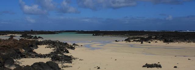 Charca de la Laja nude beach (Lanzarote)